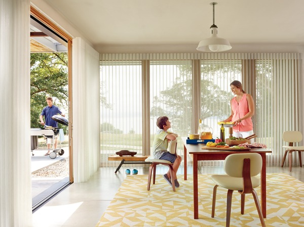 2015_LUM_Terra_Dining Room_Patio_Talent (1)